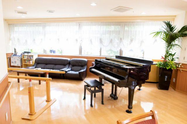 ピアノと歩行補助