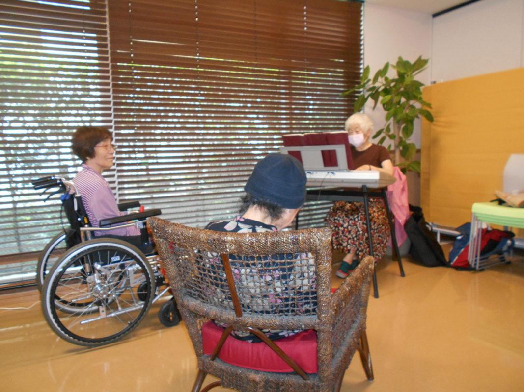 介護ボランディア。介護施設の面会